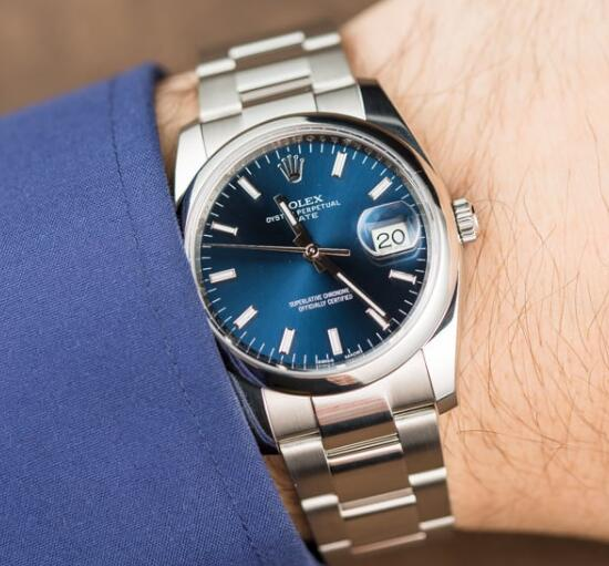 The blue color makes the wrist watches look gentle and noble.