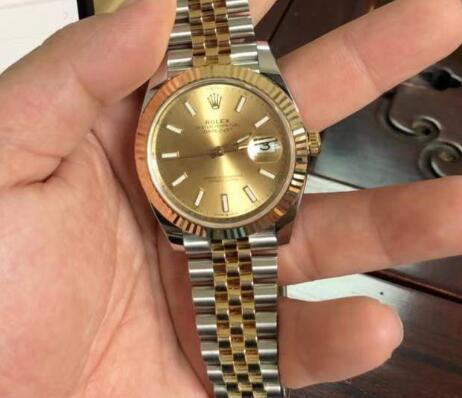 Datejust is a good choice for gentle men.