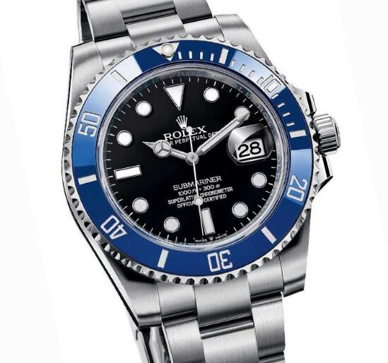 The blue bezel with black dial is striking and impressive.