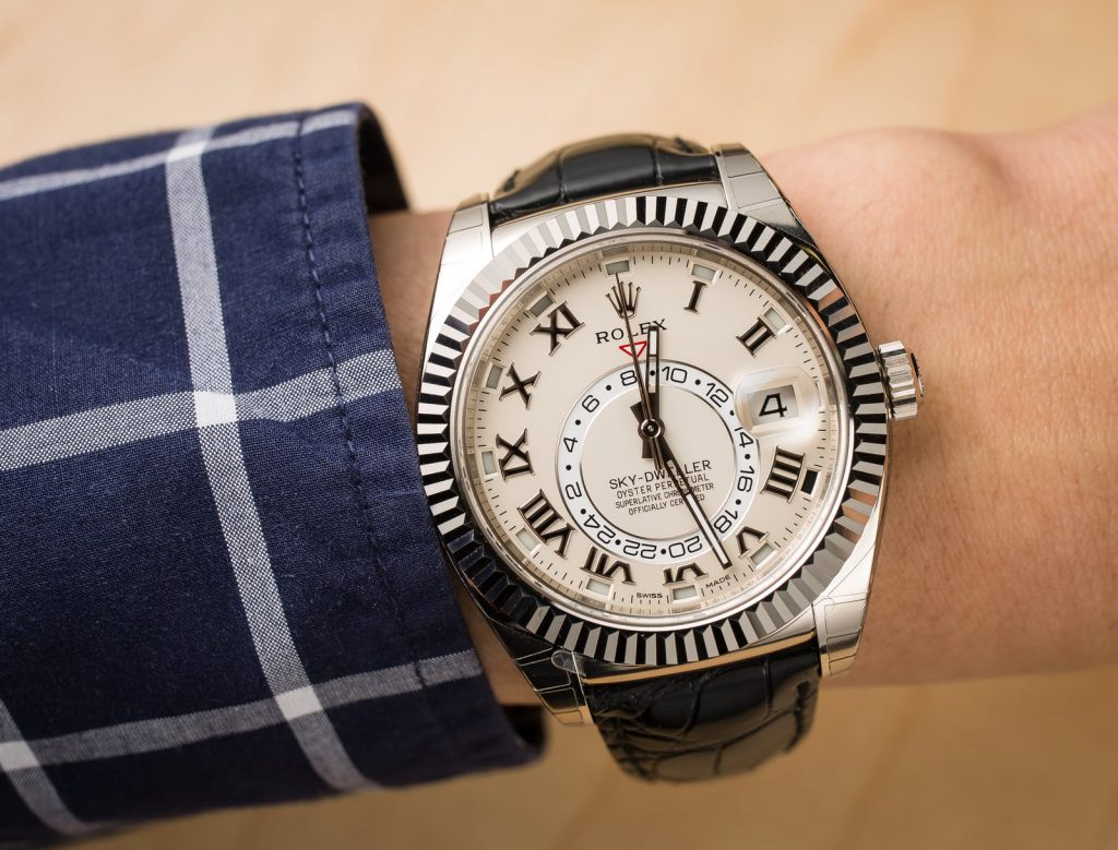 The 18ct white gold fake watch has silvery dial.