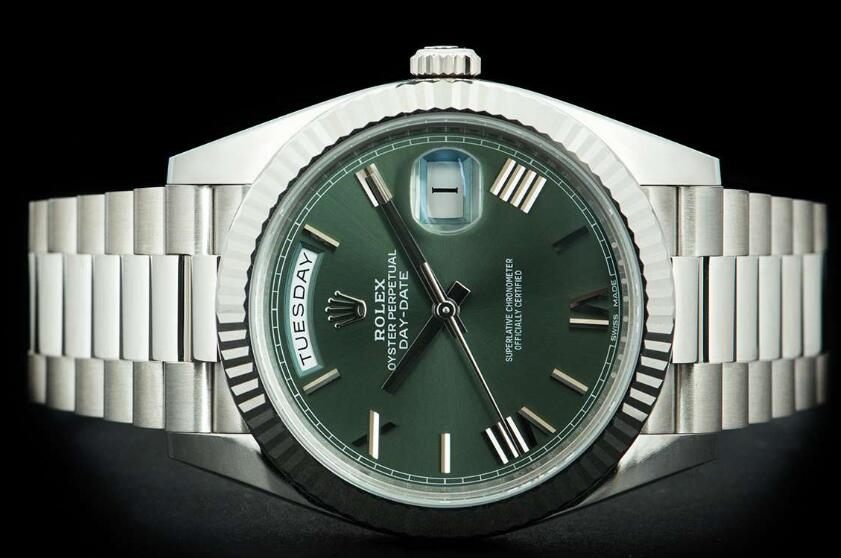 Online fake Rolex watches have stable day and date functions.