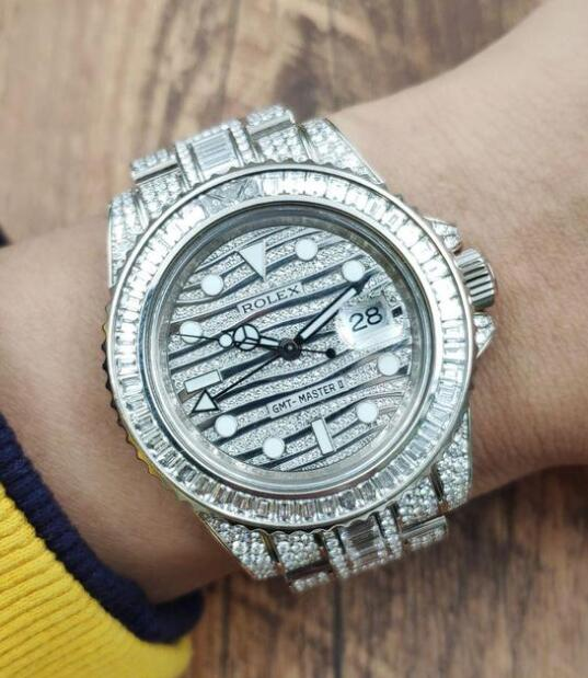 Hot fake watches for men are composed of white gold and diamonds.