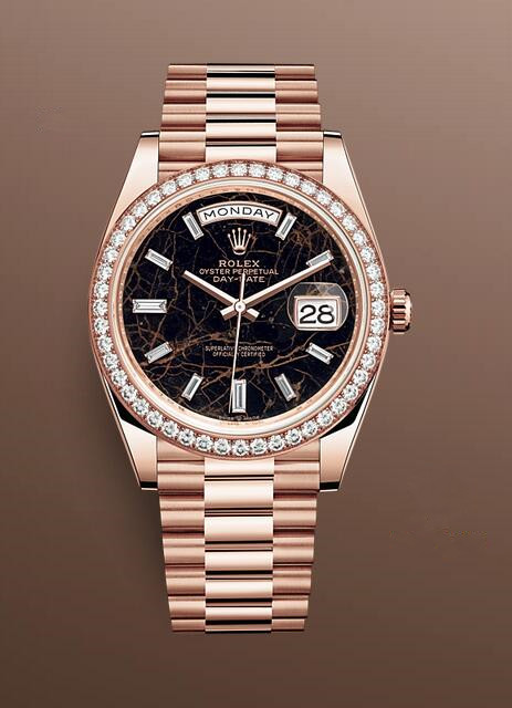Online replica watches are mellow with Everose gold material.