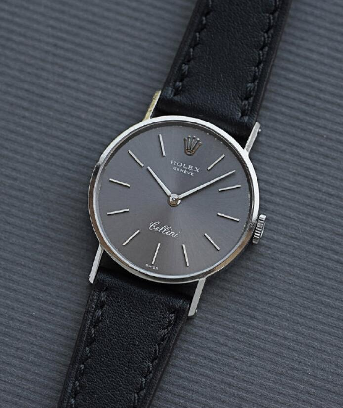 AAA imitation watches are smooth and graceful.